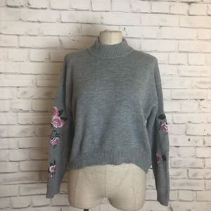 Gray crop top sweater floral embroidery